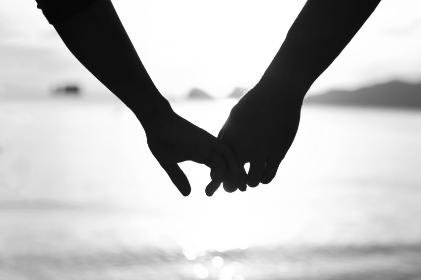 Couples-holding-hands